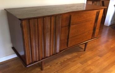 ... Vintage Mid Century Modern Walnut Credenza United Furniture ...