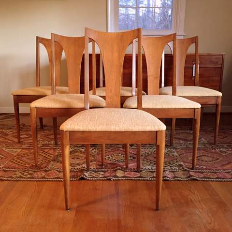 Mid Century Modern Walnut Dining Set By Broyhill Emphasis