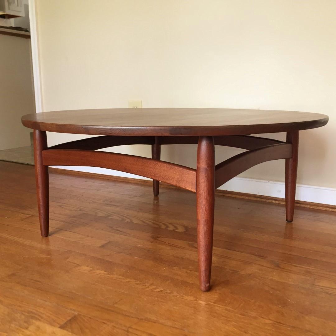 Gentil Mid Century Modern Circular Walnut Coffee Table