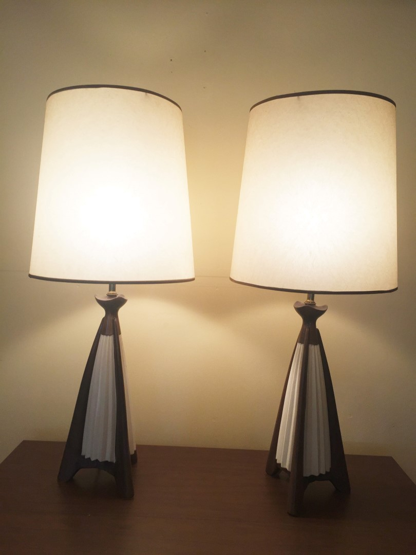 mid century modern fluted ceramic table lamp