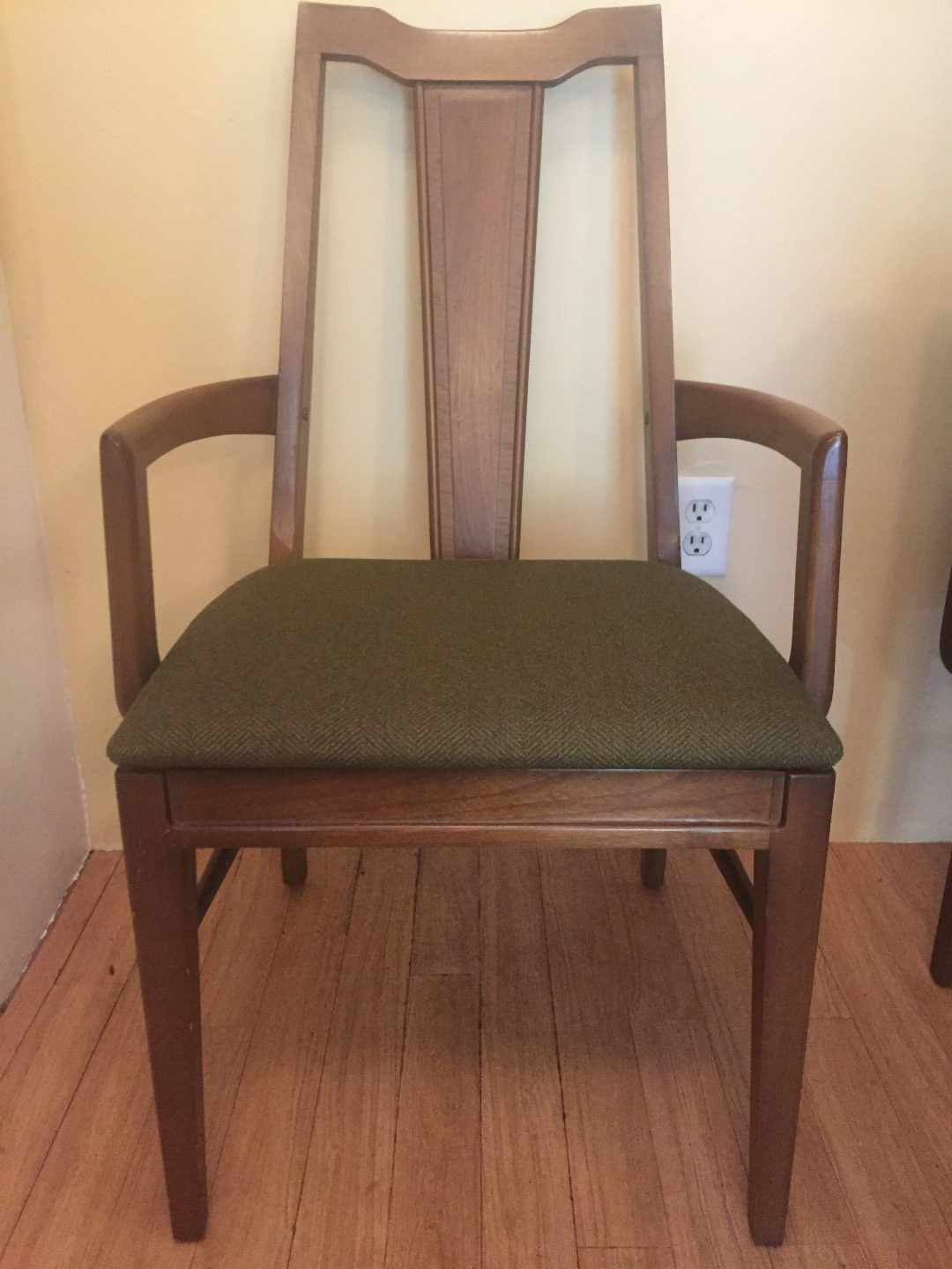 Mid Century Modern Dining Chair Set With Contrasting