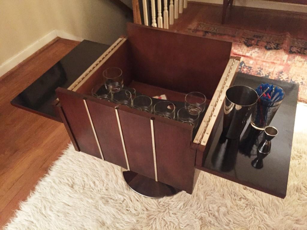 Charmant Vintage Swiveling, Flip Top Bar Box, Beverage Server By Lane