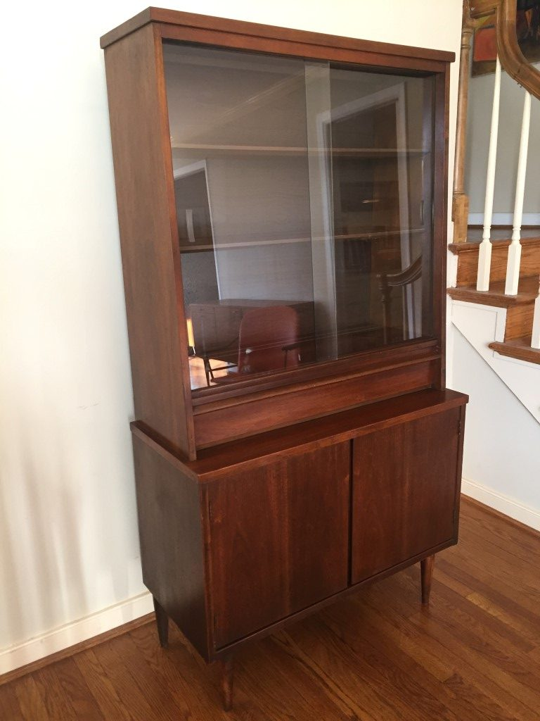 mid century modern petite walnut china cabinet by bassett. Black Bedroom Furniture Sets. Home Design Ideas