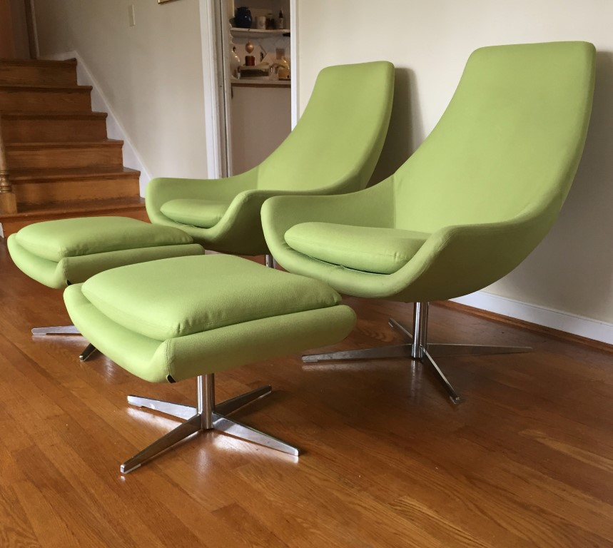 Mid century modern style egg chairs ottomans by martin for Mid century modern style chairs