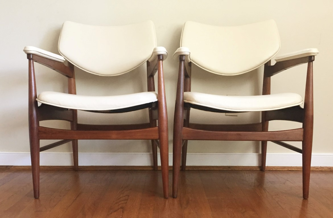Mid Century Modern Walnut Lounge Chairs By Thonet Epoch